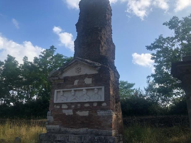 Appia antica monumento funebre